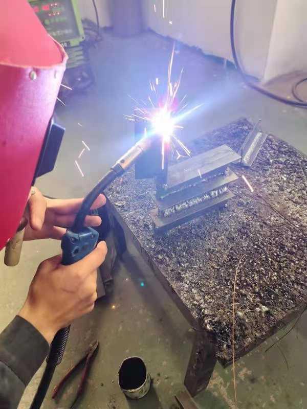 高埗焊工培训多少钱_高埗学焊工培训MIG焊接法(直流带脉冲)